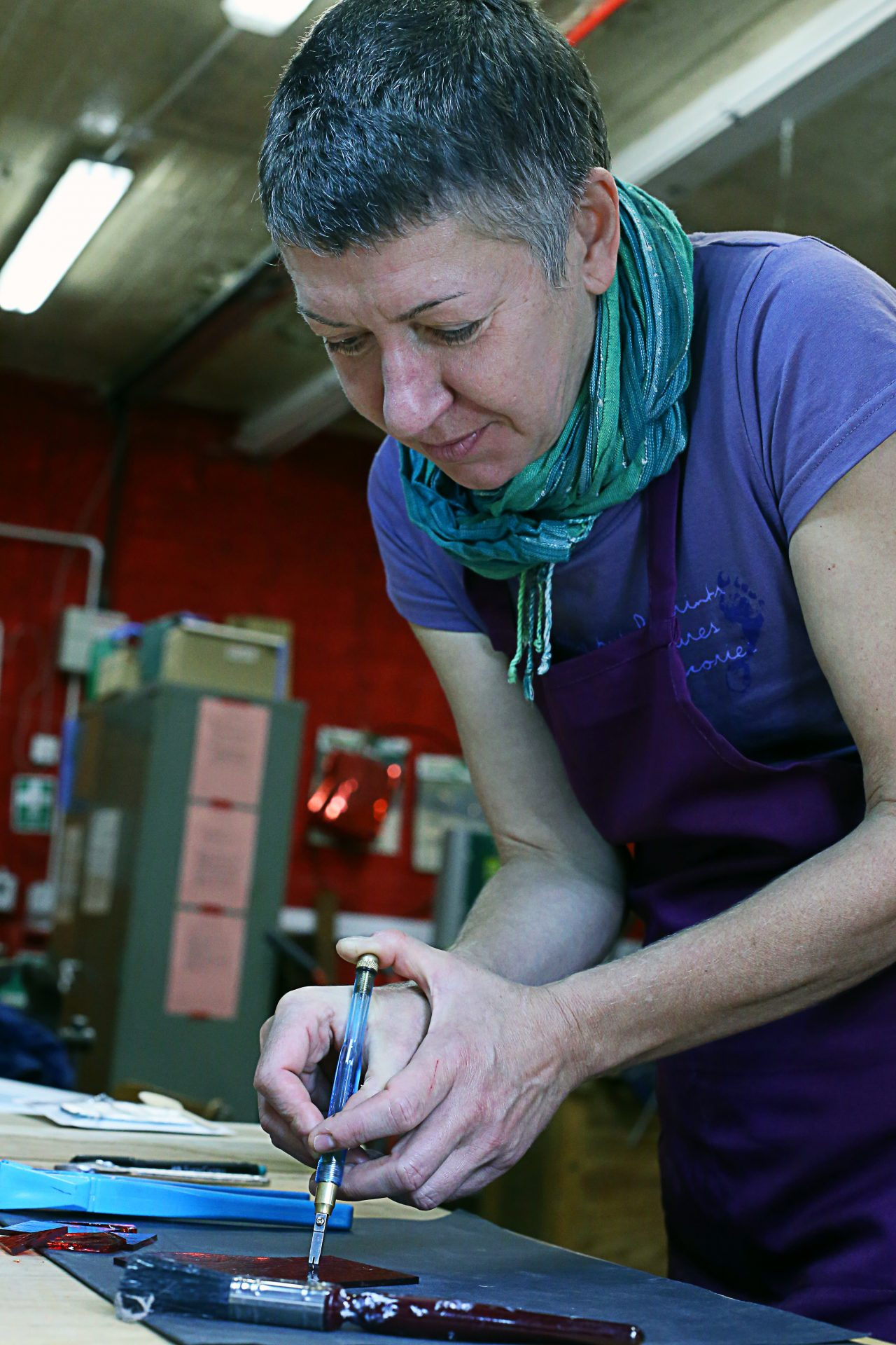 Sarah Livingstone creating memorial glass
