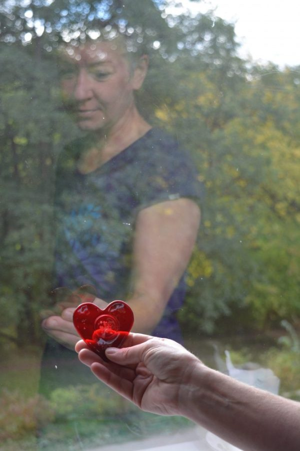 Sarah Livingstone with Memorial Glass Heart